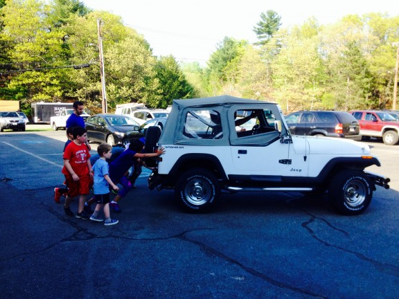 Kids Class pushing the Jeep!